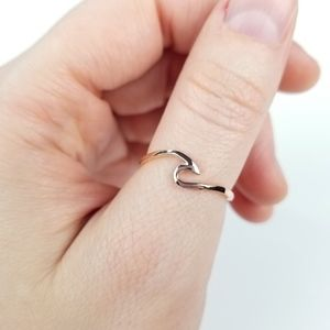 {A Simple Wave Ring} .925 Silver, Rose Gold